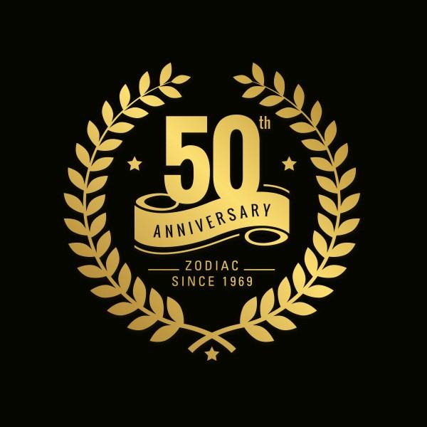 Goud logo op zwarte achtergrond voor het 50-jarig bestaan van Zodiac