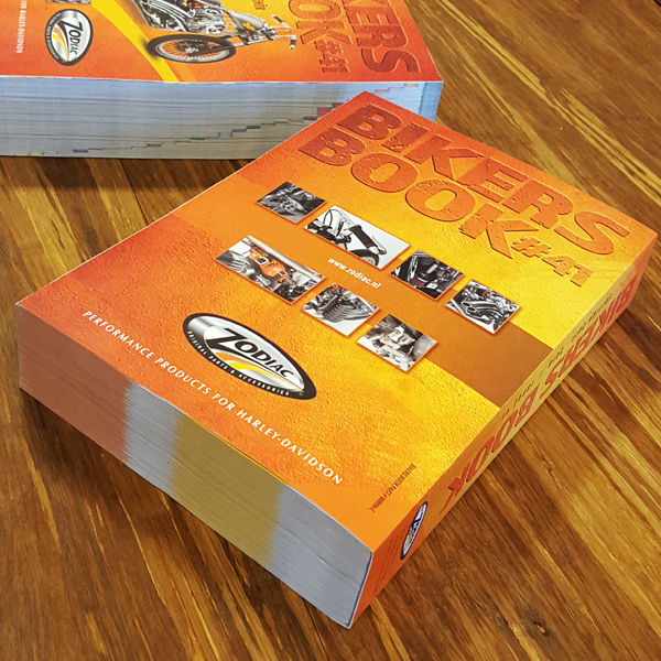 Achterkant van het grootse Bikers Book van Zodiac