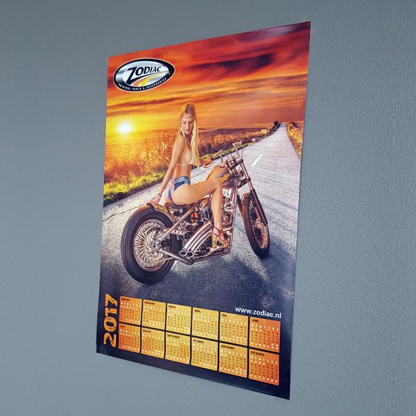 Poster van dame op Zodiac bike in landschap met ondergaande zon
