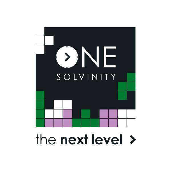 Zwart, groen en paars logo bestaande uit Tetris blokken voor One Solvinity event