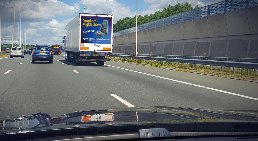 ASS Autostoelen reclame achterop vrachtwagen