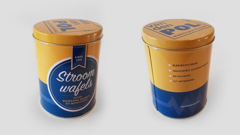 Stroomwafel in geel-blauw blik als relatiegeschenk voor Van Den Pol