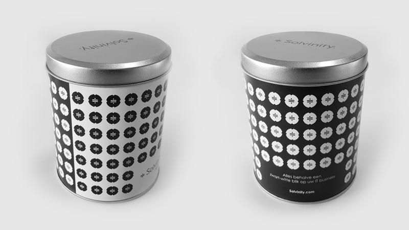 Zwart-witjes in een blik, het relatiegeschenk voor onze IT klant Solvinity