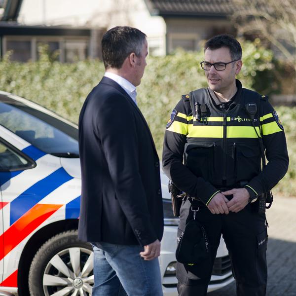 Ambtenaar in gesprek over veiligheid met de politie - Constant werken aan een veilige gemeente? Bekijk werkenvoorderondevenen.nl