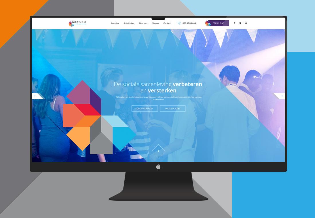 Blauwgekleurde homepagina van website Maatvast in een Macbookscherm